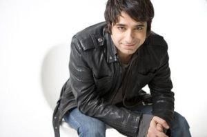 GHOMESHI: eye-high Q